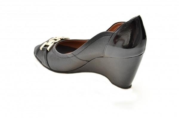 Loja virtual especializada em sapatos de numeração especial. Sapatos femininos adultos pequenos sapatos pequenos sapato especial calçados 30 31 32 33 Sapatos femininos pequenos. Numeração especialAnabela peep toe em couro preto e verniz preto com deta