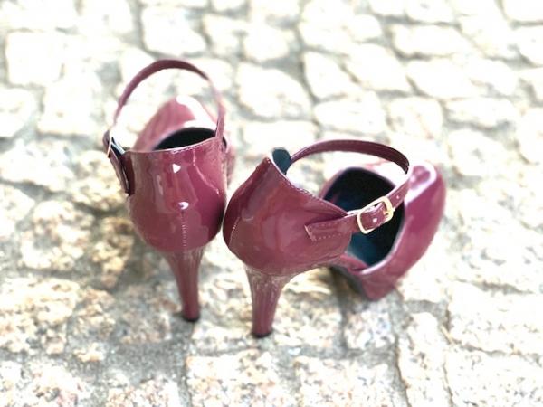 Loja virtual especializada em sapatos de numeração especial. Sapatos femininos adultos pequenos sapatos pequenos sapato especial calçados 30 31 32 33 Sapatos femininos pequenos. Numeração especialSapato em verniz preto ,salto 12 cm com meia-pata de 3 c