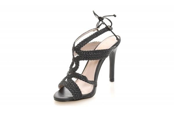 Loja virtual especializada em sapatos de numeração especial. Sapatos femininos adultos pequenos sapatos pequenos sapato especial calçados 30 31 32 33 Sapatos femininos pequenos. Numeração especialSandália em couro preto, salto 10 cm.Número 30: comp.