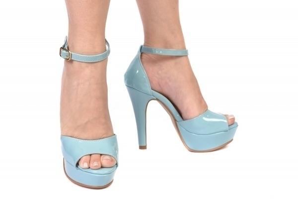 Loja virtual especializada em sapatos de numeração especial. Sapatos femininos adultos pequenos sapatos pequenos sapato especial calçados 30 31 32 33 Sapatos femininos pequenos. Numeração especialSandália em tecido florido, salto 12 cm com meia-pata de