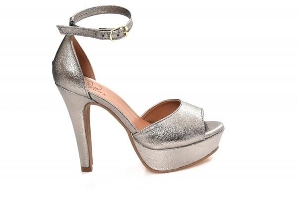 Loja virtual especializada em sapatos de numeração especial. Sapatos femininos adultos pequenos sapatos pequenos sapato especial calçados 30 31 32 33 Sapatos femininos pequenos. Numeração especialSandália em couro ecológico prata velha, salto 12 cm com