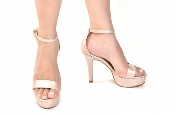 Loja virtual especializada em sapatos de numeração especial. Sapatos femininos adultos pequenos sapatos pequenos sapato especial calçados 30 31 32 33 Sapatos femininos pequenos. Numeração especialSandália em couro perolizado nude, meia-pata de 3 cm e s