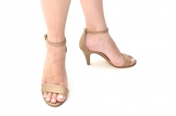 Loja virtual especializada em sapatos de numeração especial. Sapatos femininos adultos pequenos sapatos pequenos sapato especial calçados 30 31 32 33 Sapatos femininos pequenos. Numeração especialSandália em couro bege, salto fino 6 cmNúmero 30: comp