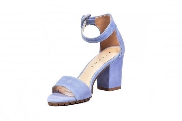 Linha Premium, com acabamentos e materiais diferenciados. Modelos requintados, exclusivos e de muito bom gosto, pensados unicamente em nossas clientes FtérnaLoja virtual especializada em sapatos de numeração especial. Sapatos femininos adultos pequenos