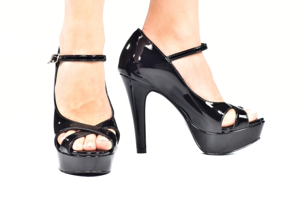 dda0eed71e Peep Toe MP Alta Boneca Vz Preto Cruzado - Sizes  30 - 31 - 32 ...