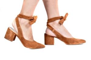 Sapato Nina Camurça Caramelo Salto Baixo