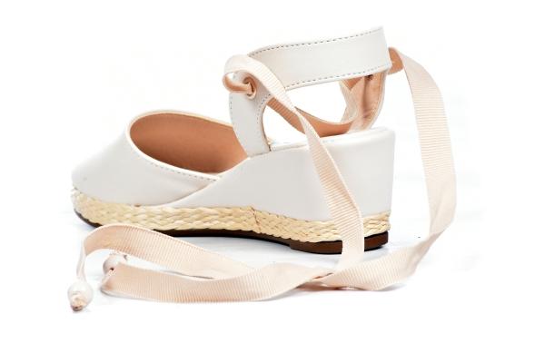 Sapatos femininos pequenos. Numeração especial pequena Modelos exclusivos de sapatos Loja virtual especializada em sapatos de numeração especial pequena. Sapatos femininos adultos pequenos com acabamentos diferenciados sapatos pequenos sapato especial ca
