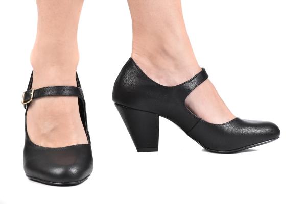 496d90b366 Loja virtual especializada em sapatos de numeração especial pequena.  Sapatos femininos adultos pequenos com acabamentos