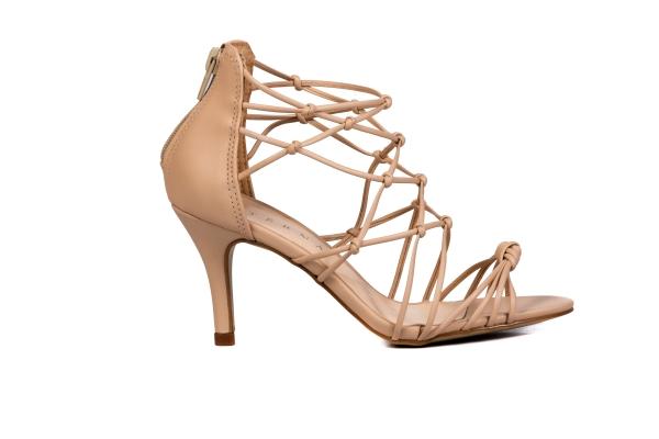 Sapatos femininos adultos pequenos com acabamentos diferenciados sapatos pequenos sapato especial calçados 30 31 32 33 Sapatos femininos pequenos. Numeração especial pequena Modelos exclusivos de sapatos
