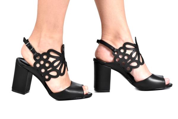39f22115d6 Loja virtual especializada em sapatos de numeração especial pequena.  Sapatos femininos adultos pequenos