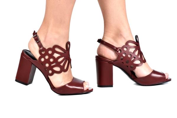 Loja virtual especializada em sapatos de numeração especial pequena. Sapatos femininos adultos pequenos