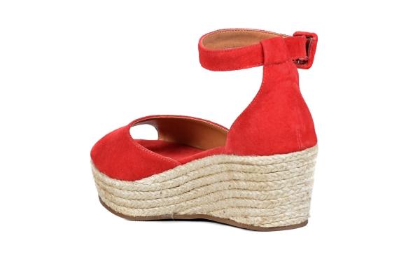 Linha Premium, com acabamentos e materiais diferenciados. Modelos requintados, exclusivos e de muito bom gosto, pensados unicamente em nossas clientes FtérnaLoja virtual especializada em sapatos de numeração especial pequena. Sapatos femininos adultos p