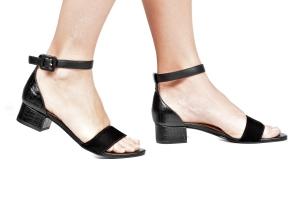Sandália Baixa Simples Preta Premium