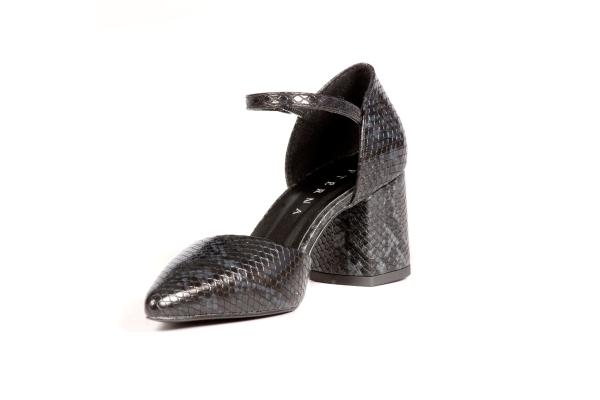 Sapatos femininos adultos pequenos com acabamentos diferenciados sapatos pequenos sapato especial calçados 30 31 32 33 Sapatos femininos pequenos. Numeração especial pequena Modelos exclusivos de sapato