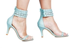 Sandália Tiras Spikes Azul Pistache