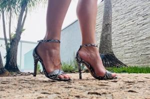 Sandália Gisele Alta Cobra Preto/Branco