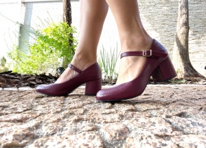 Sapato Boneca Textura Bordô