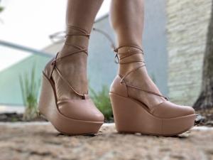 Sapato Anabela Laço Nude