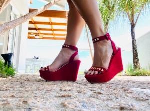 Sandália Anabela Pirâmide Vermelha