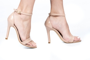 Sandália Gisele Alta Croco Nude Premium