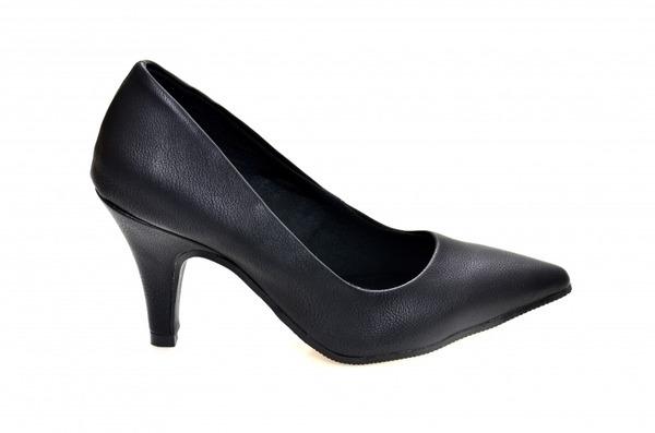 E-commerce especializado em sapatos femininos adultos. numerações 30, 31, 32, 33 e 34 Sapato Scarpin em couro ecológico preto, salto 8 cm.