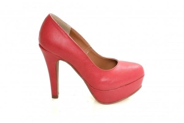 Loja virtual especializada em calçados femininos adultos de numeração especial pequena. Trabalhamos com numerações 30, 31, 32, 33 e 34. Sapatos femininos pequenos.Scarpin em camurça vermelha , salto em tecido florido meia-pata 12 cm.
