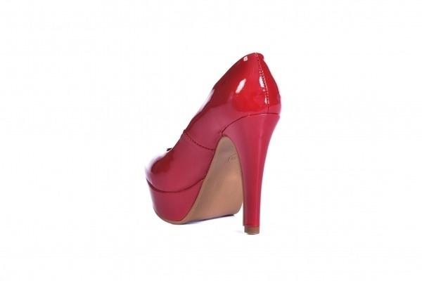Loja virtual especializada em calçados femininos adultos de numeração especial pequena. Trabalhamos com numerações 30, 31, 32, 33 e 34. Sapatos femininos pequenos.Scarpin em camurça preta , salto meia-pata 12 cm.